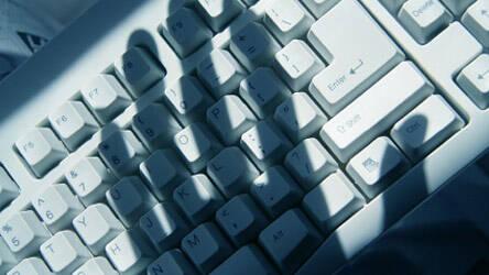 Datendiebstahl durch Einbrecher © iStockphoto.com / Devonyu