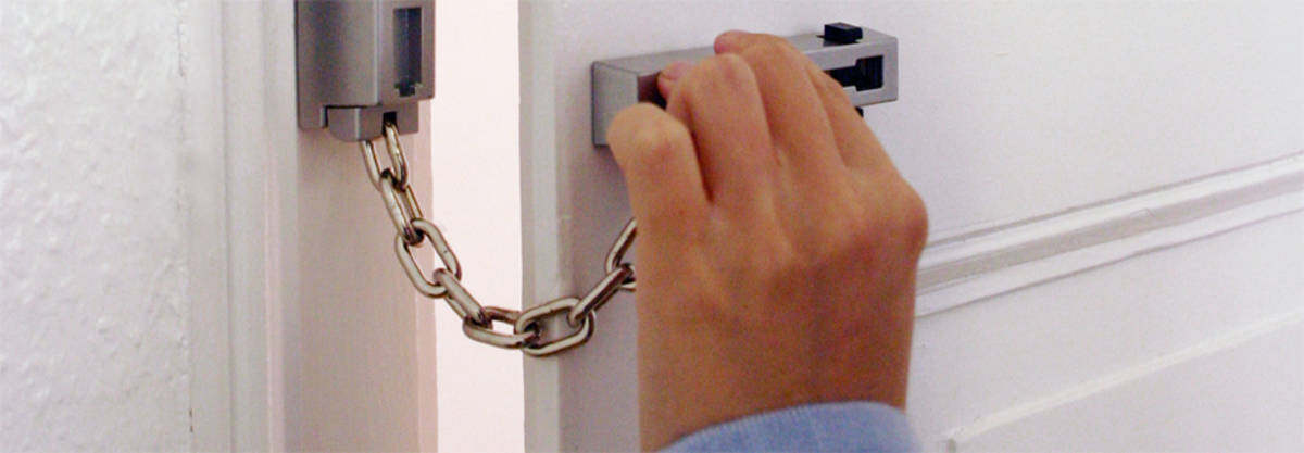 & ABUS door chain \u2013 protection when you are at home - Door